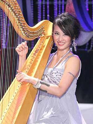 竖琴 美女/佛山竖琴表演中山珠海激光竖琴 美女竖琴图片