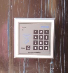 出租屋安防门禁刷卡锁安装图片