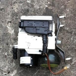 汽车ABS泵图片