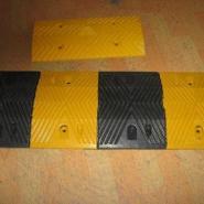 橡胶减速带防撞柱图片