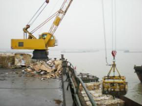 供应码头液压桁架臂固定式抓斗吊机图片
