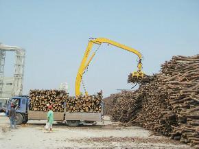 供应卸车最快的轮胎式木材卸车机