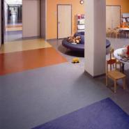 供应铜梁县幼儿园专用地板/巴南区室内PVC运动地板/重庆标准塑胶球场报价