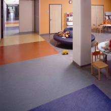 供应铜梁县幼儿园专用地板/巴南区室内PVC运动地板/重庆标准塑胶球场报价图片