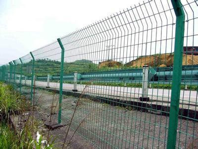 供应高速公路护栏浸塑铁路防护栅栏