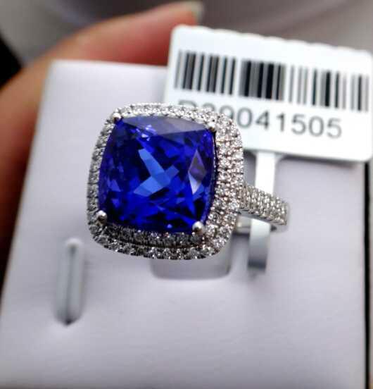 供应方枕形坦桑石戒指18K金伴钻镶嵌坦桑石戒指