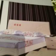 时尚烤漆床头生产商图片