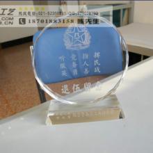 专业定做木质雕刻认证书奖牌  水晶琉璃奖杯图片