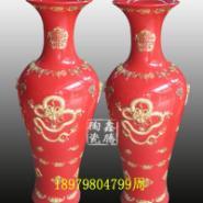 中国红雕纹大花瓶-陶瓷礼品图片