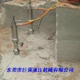 青石板成型开采使用液压静爆机数秒钟内可完成分裂
