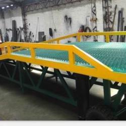 越秀移動登車橋兩輪可移動登車橋移動登車橋廠家三良機械