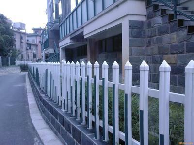 供应花园小区pvc塑钢护栏锌钢护栏园林荷兰网护栏