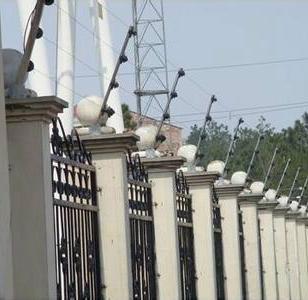 电子围栏系统安装图片