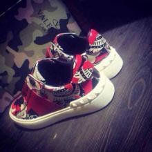 供應廣州華倫天奴歐美街拍板鞋直銷中國風系列專櫃同步專為親密情侶打造圖片