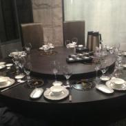 火锅餐桌晣图片
