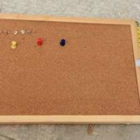供应有钉图钉的板子软木板厂家 板子软木板批发报价 板子软木板供应商